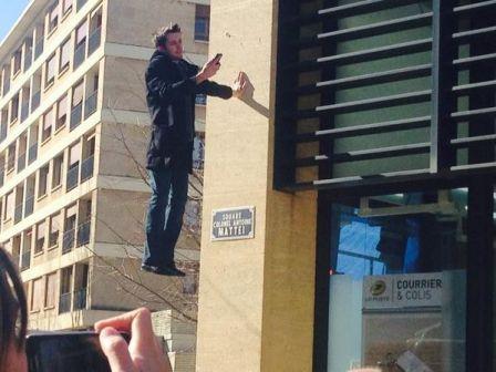 La poste lance postaccess avec un homme en l vitation - Bureau de poste rotonde aix en provence ...